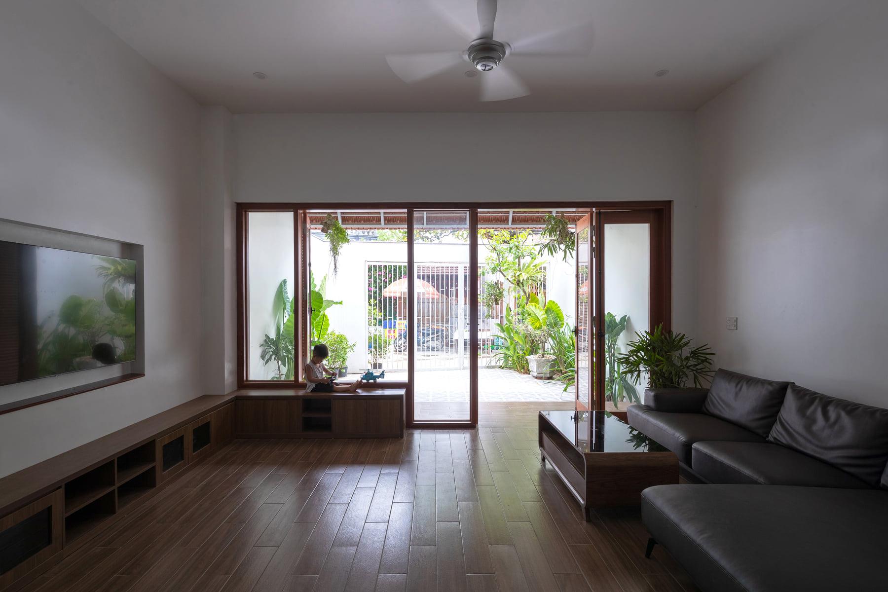 Ngôi nhà ngói gói gọn bình yên với những tiện nghi và hiện đại ở thị trấn nông thôn Nghệ An - Ảnh 11.