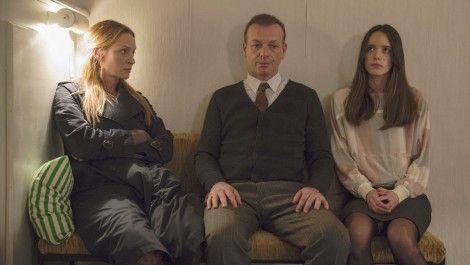 """Phim 18+ Nymphomaniac: Đừng chỉ để ý đến cảnh cháy giường cháy chiếu của người đàn bà cuồng dâm, xem ngay màn đánh ghen """"Hoạn Thư kiểu Tây"""" không ở đâu có này đi! - Ảnh 3."""