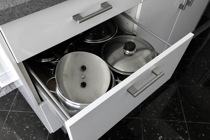 10 thứ nên loại bỏ khỏi nhà bếp ngay bây giờ, giúp gọn gàng, an toàn mà còn tiết kiệm tiền  - Ảnh 2.