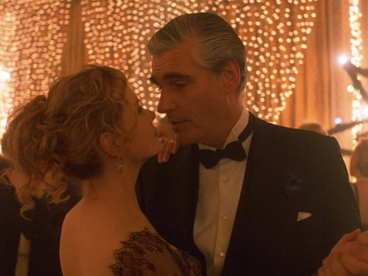 """Phim 18+ Eyes Wide Shut: """"Chiếc mặt nạ"""" hôn nhân che đậy suy nghĩ thầm kín về sex của 2 kẻ chung giường hợp pháp? - Ảnh 6."""