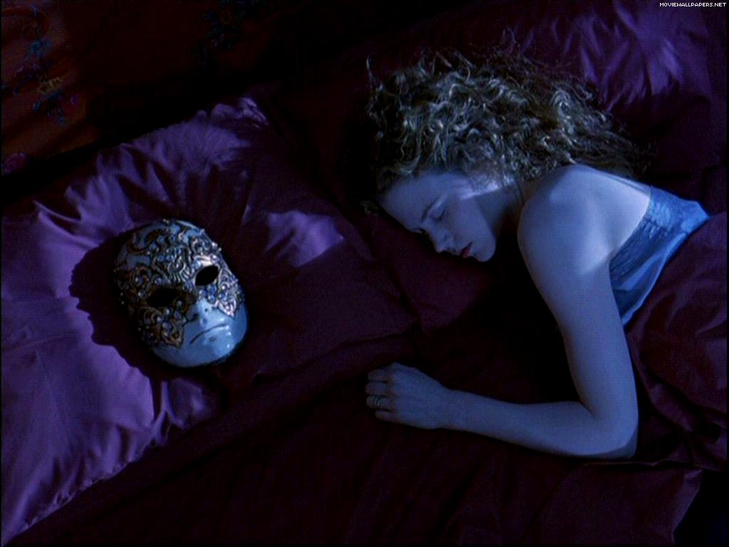"""Phim 18+ Eyes Wide Shut: """"Chiếc mặt nạ"""" hôn nhân che đậy suy nghĩ thầm kín về sex của 2 kẻ chung giường hợp pháp? - Ảnh 3."""