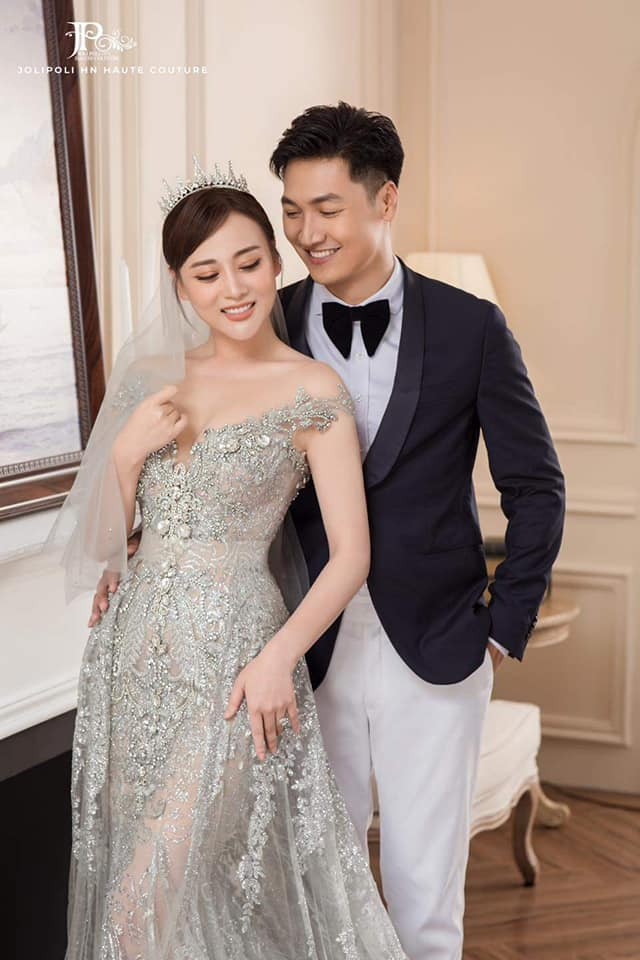 Hương vị tình thân: Lộ trọn bộ ảnh cưới vương giả của Long - Nam, bà Xuân vui vẻ ôm con dâu - Ảnh 1.