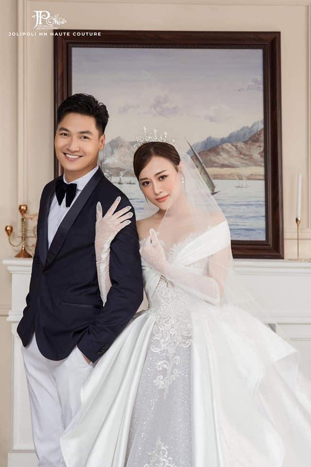 Hương vị tình thân: Lộ trọn bộ ảnh cưới vương giả của Long - Nam, bà Xuân vui vẻ ôm con dâu - Ảnh 5.