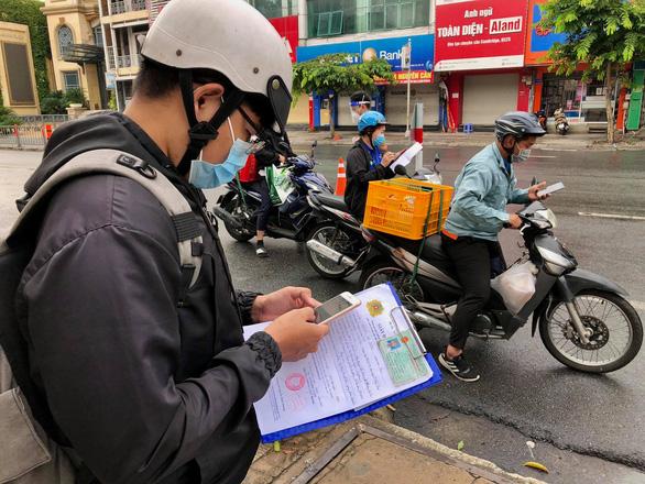 DIỄN BIẾN DỊCH COVID-19 NGÀY 29/8: F0 cộng đồng ở TP.HCM tăng rất nhanh, Hà Nội tiếp tục xét nghiệm diện rộng - Ảnh 1.