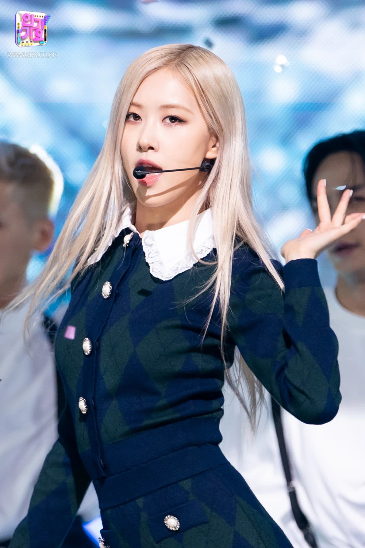 """Cosplay Rosé """"y xì đúc"""", Somi được netizen bênh vực nhưng fan vẫn lấn cấn bực bội với stylist - Ảnh 7."""