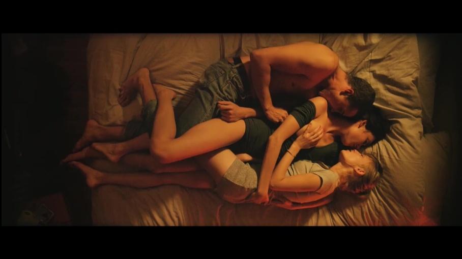 """Phim 18+ Love: Triết lý tình yêu tìm thấy trong những cảnh quay giường chiếu trần trụi đến """"đỏ mặt"""" - Ảnh 3."""