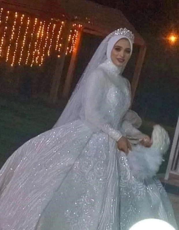 Cô dâu xinh đẹp diện váy cưới trắng tinh khôi lên lễ đường, chỉ 1 tiếng sau bi kịch ập đến biến đám hỷ thành đám tang để lại câu hỏi khó hiểu - Ảnh 2.
