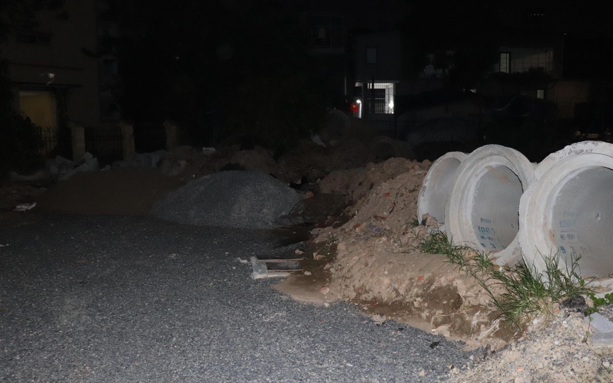 Hà Nội: Tìm tung tích người phụ nữ tử vong tại bãi đất trống