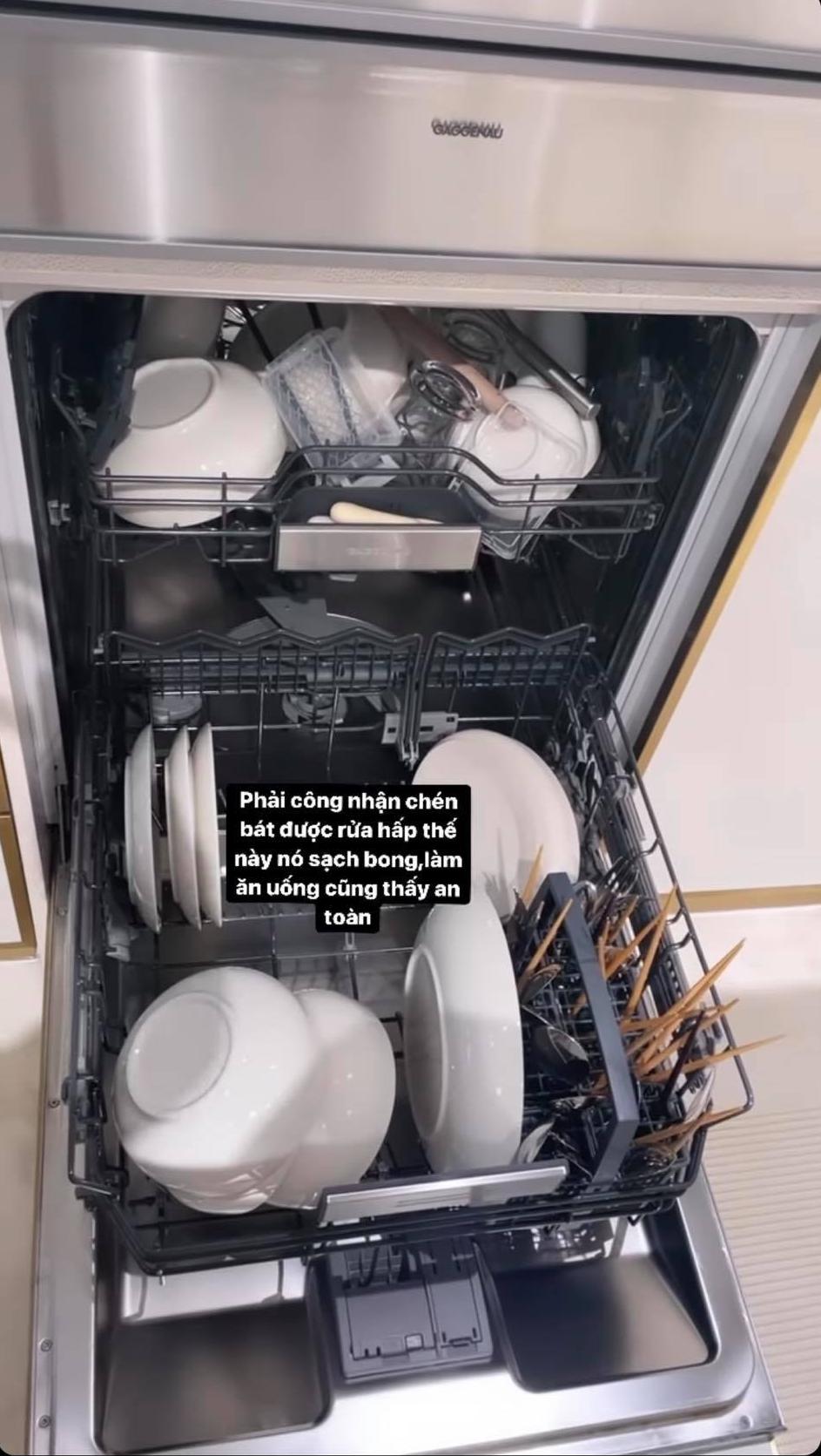Chiếc máy rửa bát nhà Hồ Ngọc Hà có gì đặc biệt mà giá bán tới gần 100 triệu - Ảnh 2.