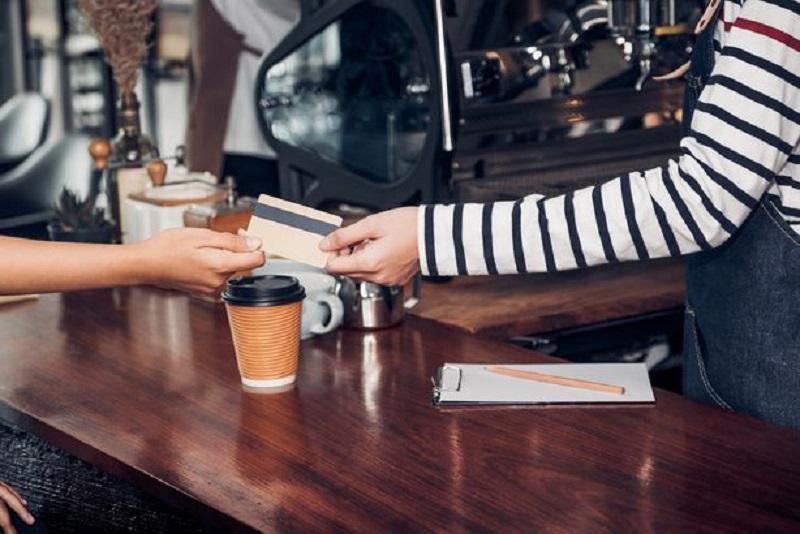 """12 lỗi khi dùng thẻ tín dụng khiến nó trở thành mối """"nguy hiểm"""" đối với bạn  - Ảnh 1."""