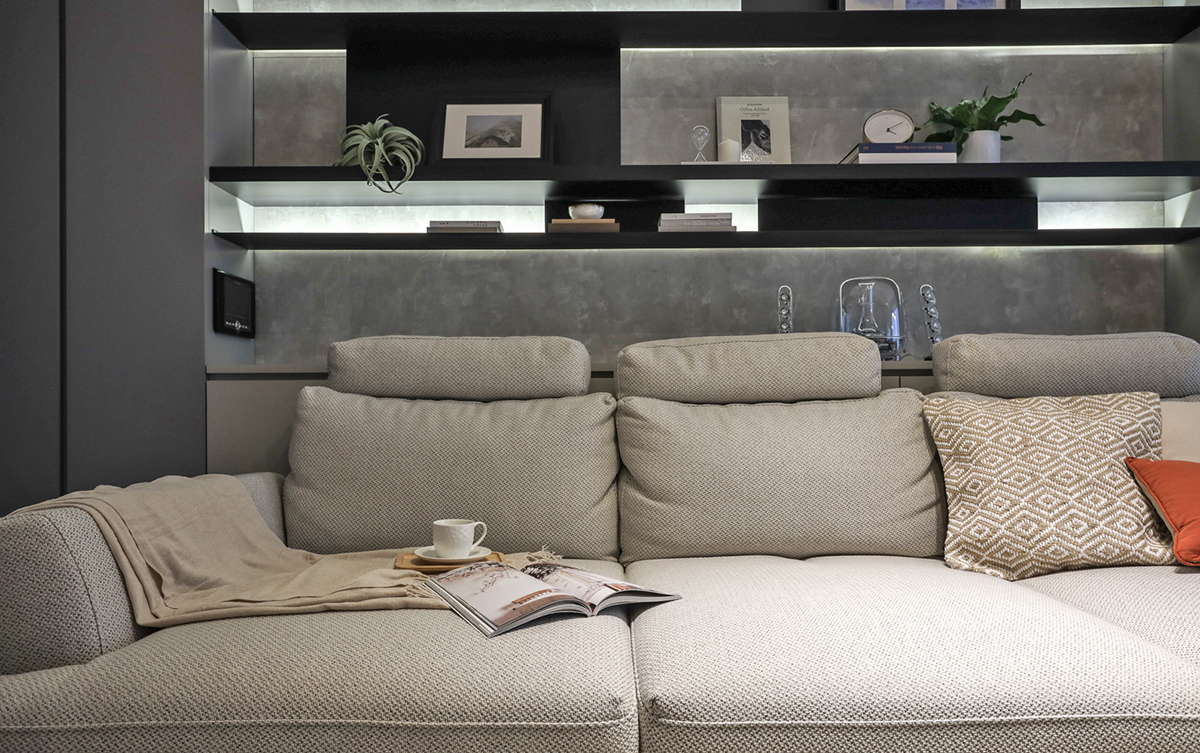 Căn hộ đầy nắng với góc nào cũng riêng tư, hiện đại dù diện tích khiêm tốn - Ảnh 4.