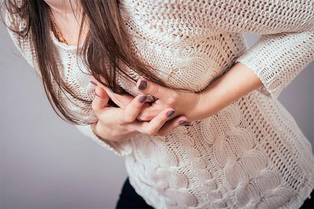"""Người phụ nữ có """"vòng một"""" chảy xệ, già nua thường có chung 4 tật xấu này trong cuộc sống - Ảnh 1."""