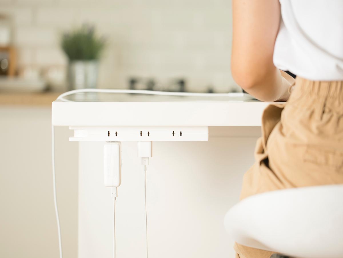 Mớ dây điện trong góc làm việc tại nhà sẽ được hô biến tối giản nhất nhờ chiếc ổ cắm điện thông minh có dây xoay được 360 độ này - Ảnh 7.