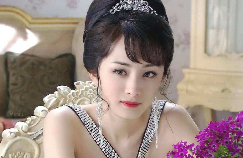 Ngày trẻ Dương Mịch xinh như thiên thần nhưng vẫn bị trừ điểm búi tóc, ngày nay rút kinh nghiệm nên không chê được gì luôn - Ảnh 1.
