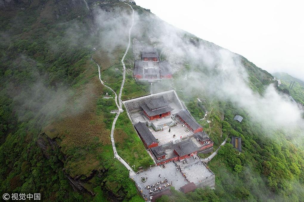 Ngôi chùa được ca tụng như tiên cảnh nhân gian: Nằm trên đỉnh núi tách đôi và quá trình xây dựng vẫn chưa có lời giải - Ảnh 5.