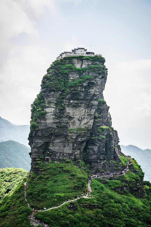 Ngôi chùa được ca tụng như tiên cảnh nhân gian: Nằm trên đỉnh núi tách đôi và quá trình xây dựng vẫn chưa có lời giải - Ảnh 6.