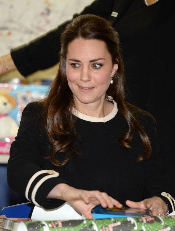 5 lần Công nương Kate mất bình tĩnh trước công chúng: Cau có với chồng và dạy dỗ con trai George - Ảnh 4.