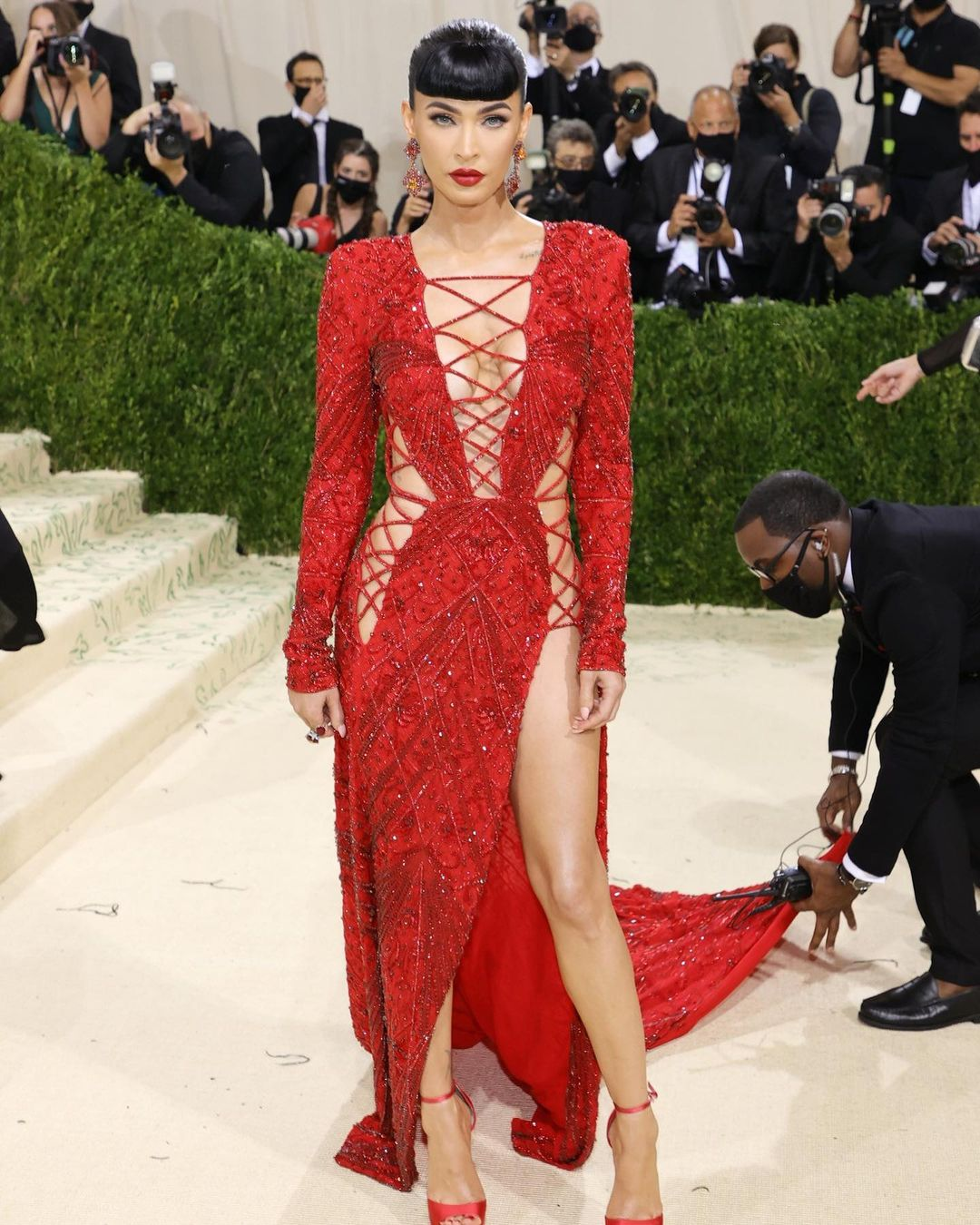 Met Gala 2021: Rosé xuất hiện, nhưng lại chìm nghỉm giữa những màn lột đồ lồng lộn trên thảm đỏ  - Ảnh 12.