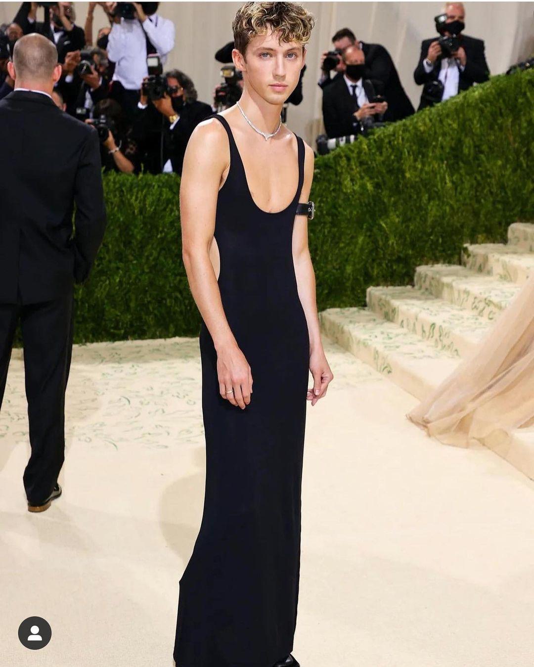 Met Gala 2021: Rosé xuất hiện, mặc lại váy cũ và chìm nghỉm giữa những màn lột đồ lồng lộn trên thảm đỏ  - Ảnh 6.