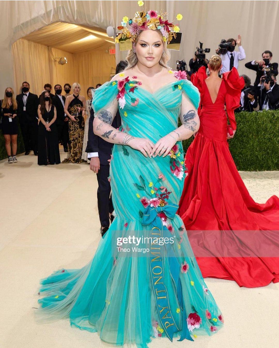 Met Gala 2021: Rosé xuất hiện, mặc lại váy cũ và chìm nghỉm giữa những màn lột đồ lồng lộn trên thảm đỏ  - Ảnh 16.