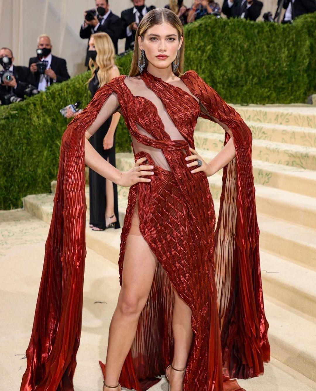 Met Gala 2021: Rosé xuất hiện, mặc lại váy cũ và chìm nghỉm giữa những màn lột đồ lồng lộn trên thảm đỏ  - Ảnh 17.