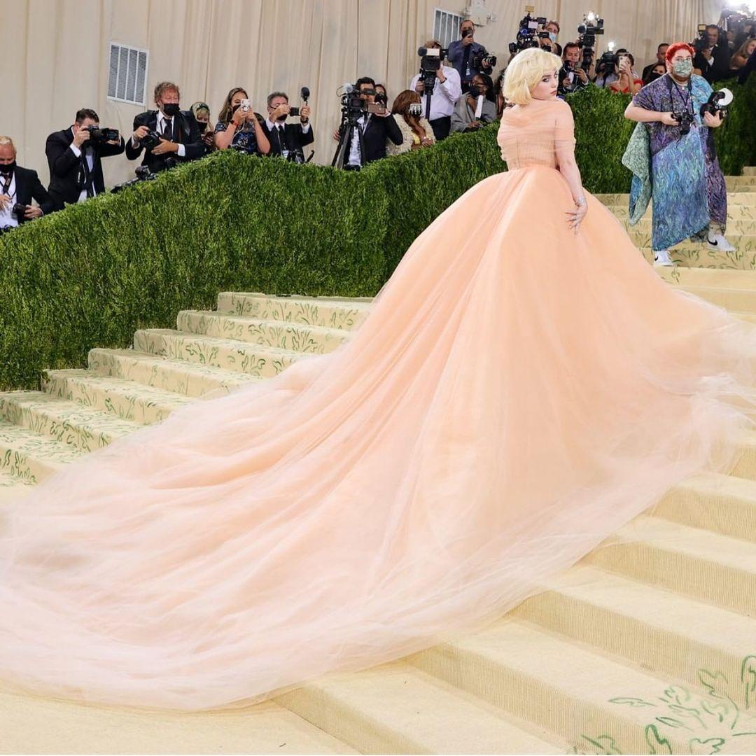 """Met Gala 2021: Vắng mặt dàn """"chị đại"""", cậu cả nhà Beckham và bạn gái tài phiệt lên đồ đẹp mê nhưng nhạt - Ảnh 2."""