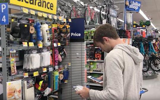 """""""Mánh"""" kiếm hàng triệu đô của doanh nhân 30 tuổi: """"Săn đồ"""" giảm giá ở các siêu thị rồi bán lại trên Amazon"""
