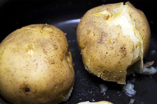 Ở khoai tây có một thứ ai cũng vứt bỏ khi ăn mà không biết nó quý như vàng mười thế này! - Ảnh 23.