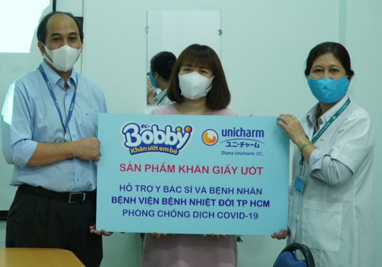 Bobby chung tay đẩy lùi dịch bệnh, sát cánh cùng tuyến đầu chống dịch, hỗ trợ bệnh nhi sơ sinh - Ảnh 1.