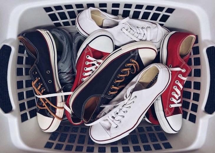 8 vật dụng không nên cho vào máy sấy, máy giặt quần áo - Ảnh 2.