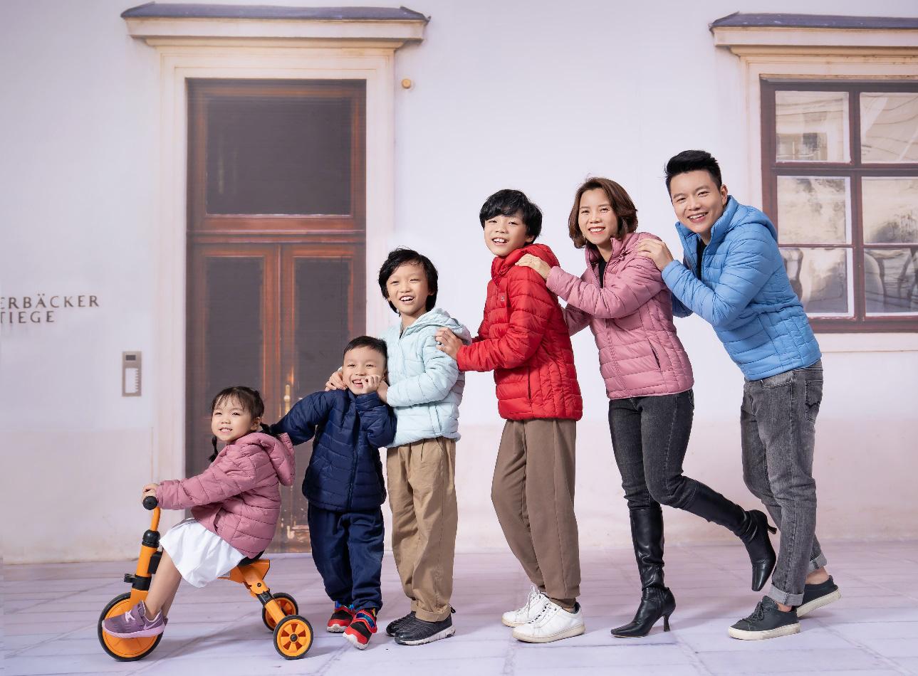 CEO Yody cùng vợ trẻ và 4 con làm đại sứ thương hiệu cho dòng sản phẩm mới - Ảnh 1.