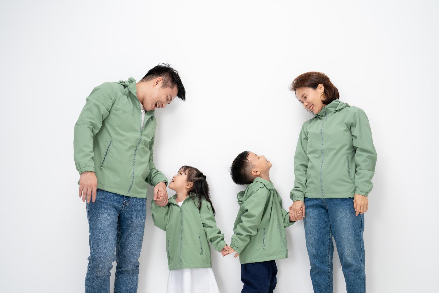 CEO Yody cùng vợ trẻ và 4 con làm đại sứ thương hiệu cho dòng sản phẩm mới - Ảnh 2.