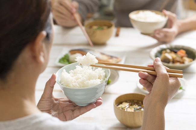 3 điều bất thường sau bữa ăn cho thấy đường huyết của bạn đang cao quá mức, hãy ghi nhớ '3 TRÁNH - 2 LÀM' để cứu mình - Ảnh 1