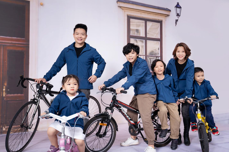 CEO Yody cùng vợ trẻ và 4 con làm đại sứ thương hiệu cho dòng sản phẩm mới - Ảnh 4.