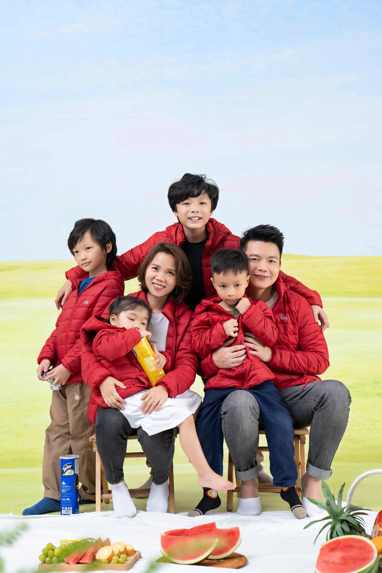 CEO Yody cùng vợ trẻ và 4 con làm đại sứ thương hiệu cho dòng sản phẩm mới - Ảnh 5.