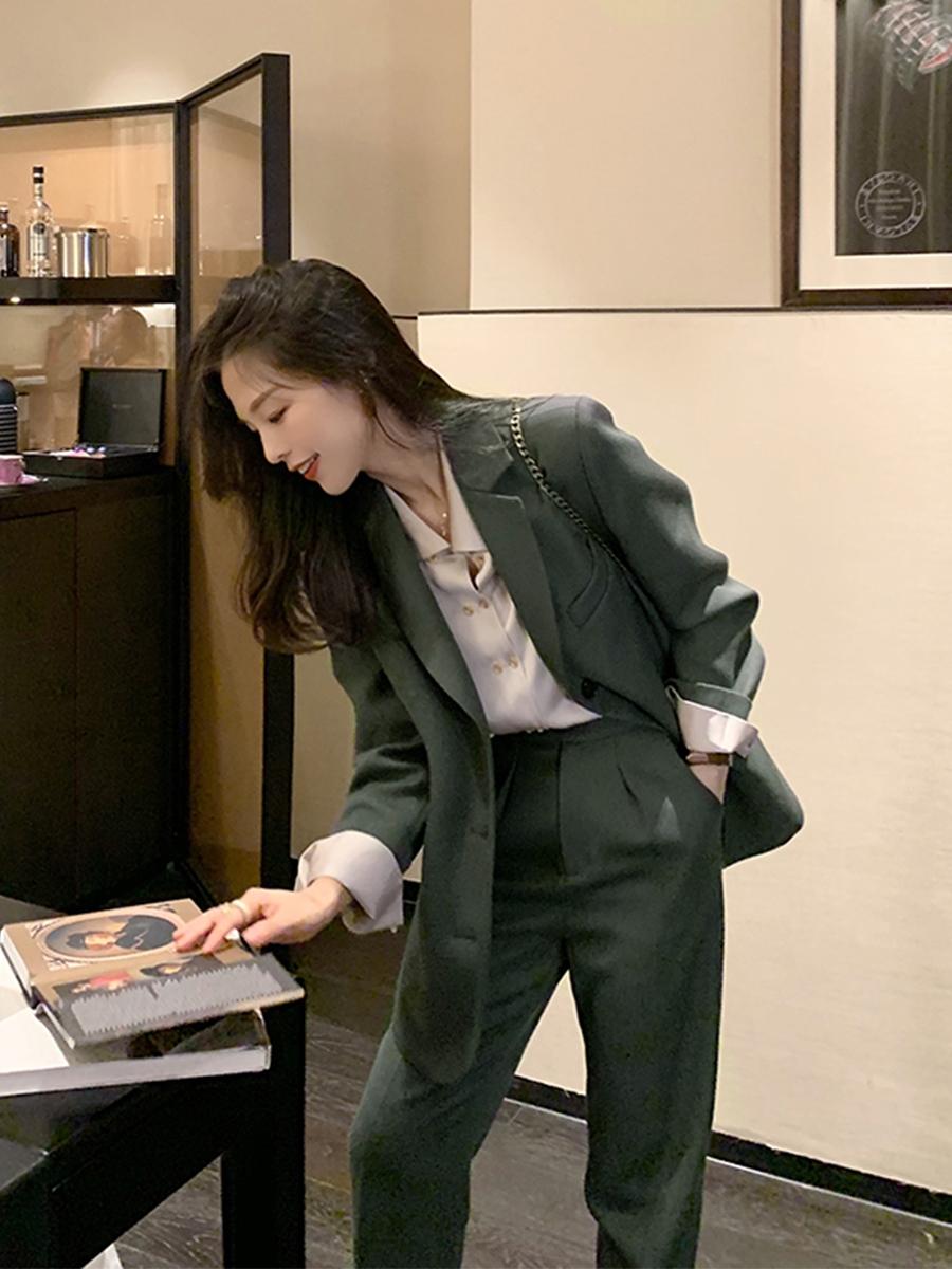 Bổ túc ngay 11  cách mặc blazer đẹp như hội blogger châu Á để nàng công sở luôn sang xịn khi tới sở làm - Ảnh 1.