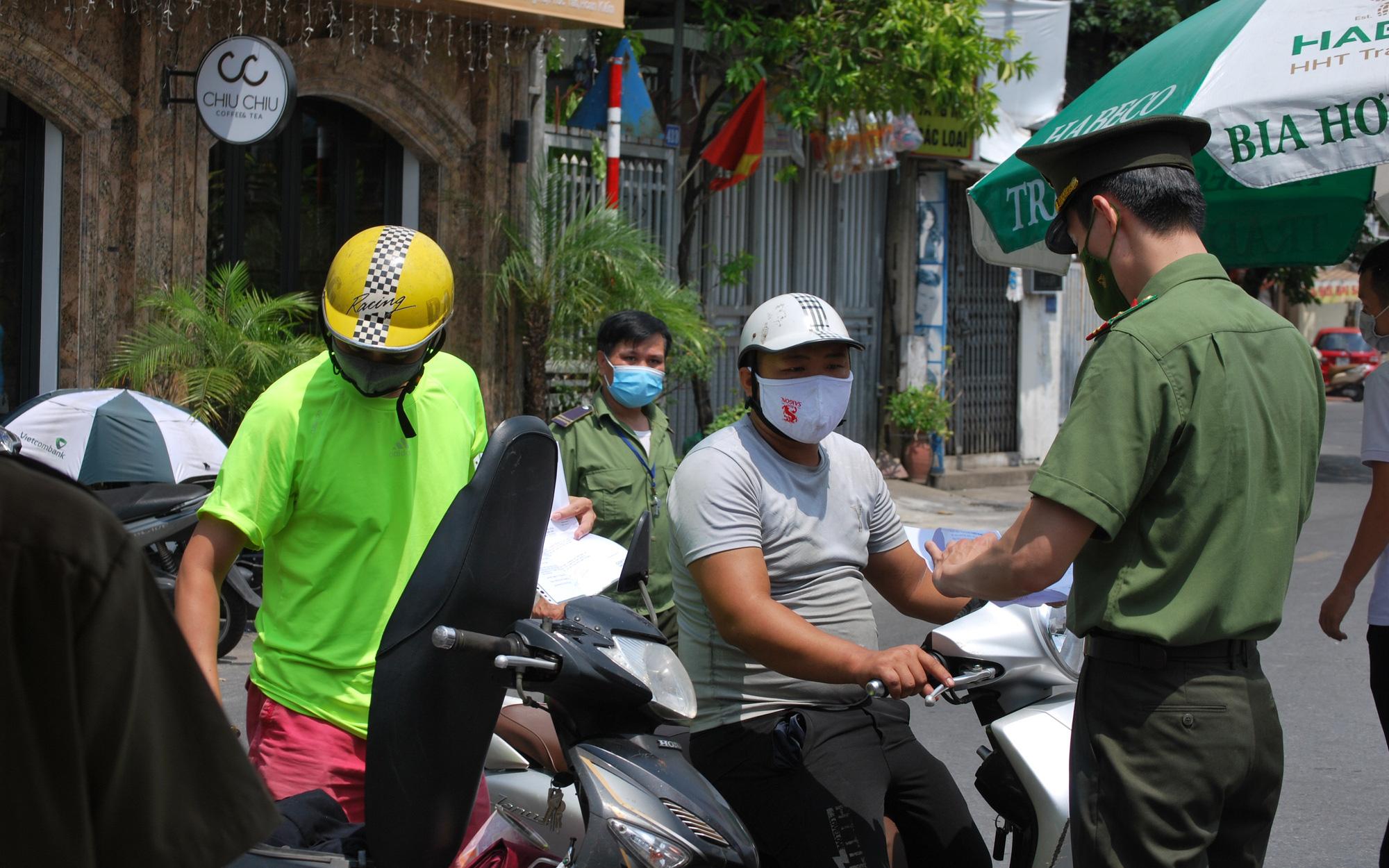 """Hà Nội: Dỡ bỏ toàn bộ 39 chốt kiểm soát, dừng kiểm tra giấy đi đường tại """"vùng xanh"""""""