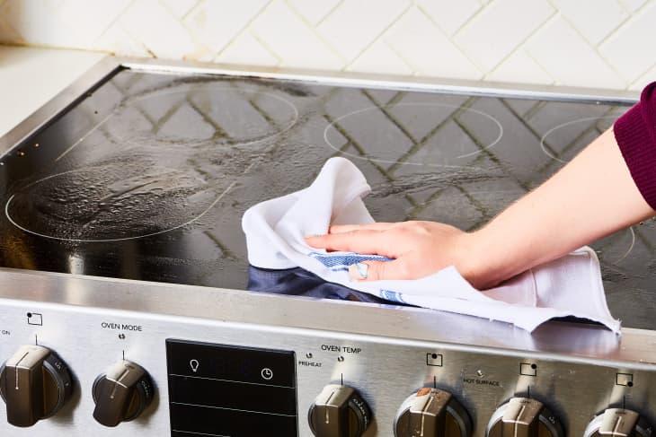 Những mẹo làm sạch bếp đơn giản đến không ngờ - Ảnh 3.