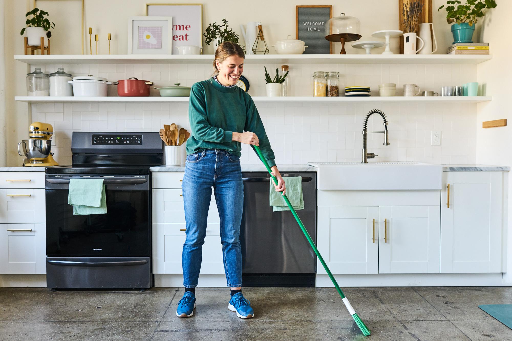 Bạn có thường xuyên lau sàn nhà bếp của mình không? - Ảnh 1.