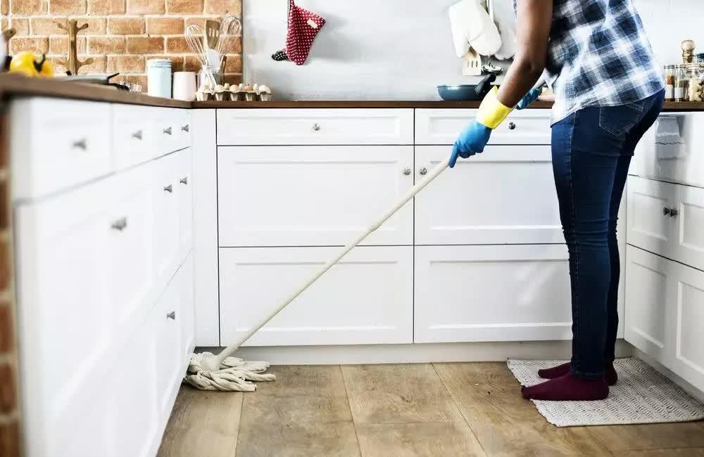 Bạn thường xuyên lau sàn nhà bếp nhưng có biết lau thế nào là đúng? - Ảnh 3.