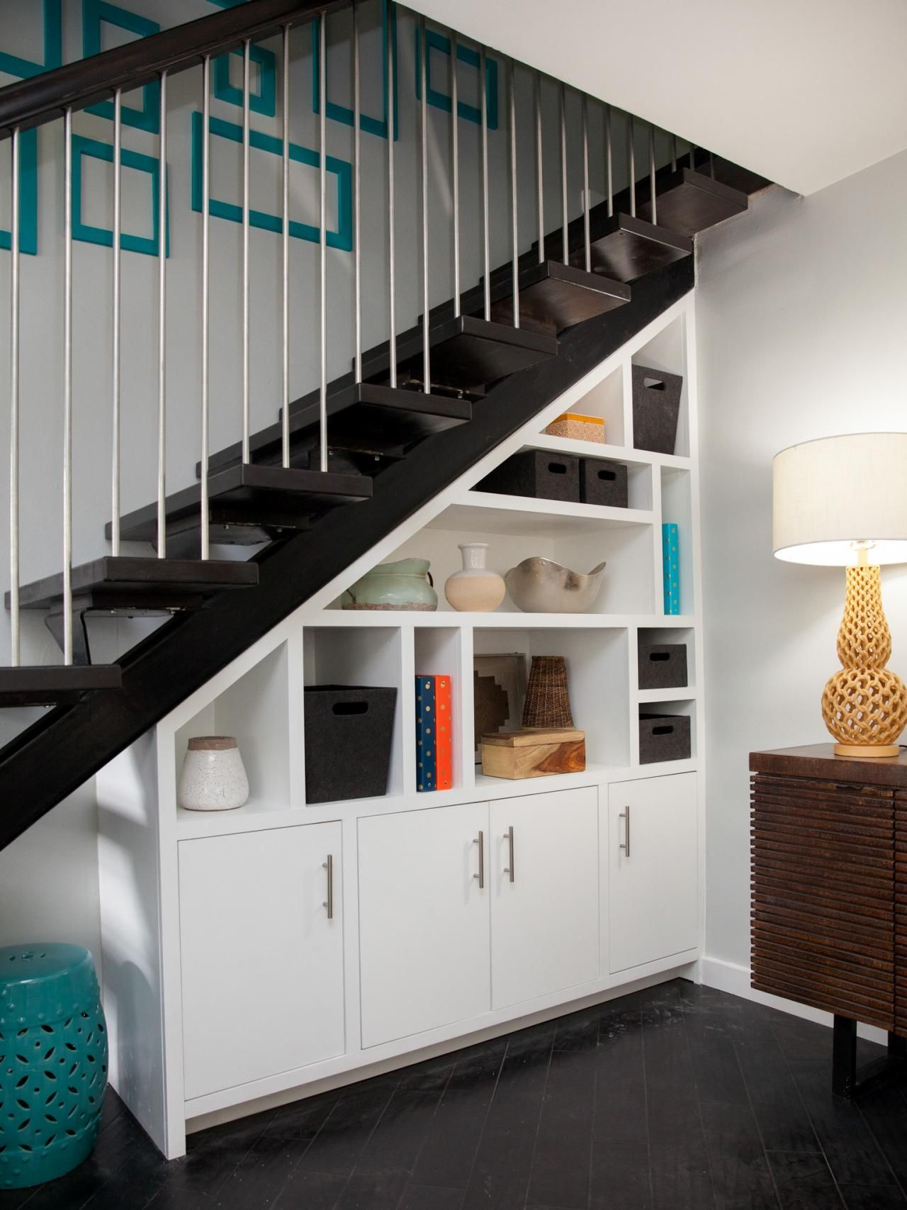 Nếu nhà bạn có gầm cầu thang thì không nên bỏ qua 7 gợi ý hữu ích này - Ảnh 9.