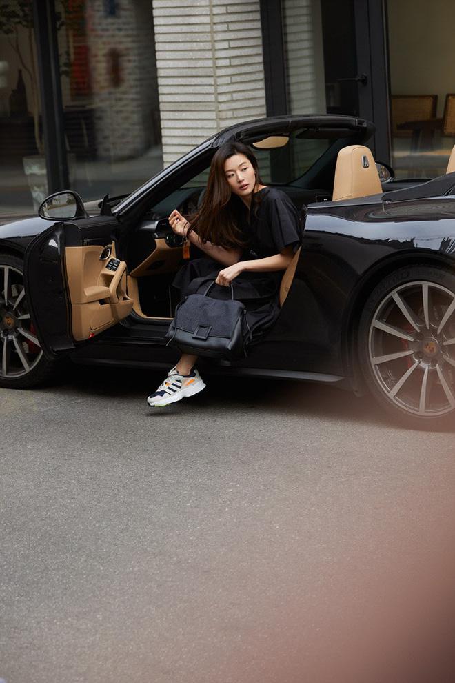 Khí chất của sao Hoa - Hàn khi bước xuống xe: Yoona sexy điên cuồng, mợ chảnh Jun Ji Hyun có hơn người cuối cùng? - Ảnh 6.