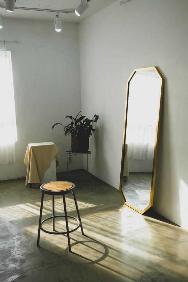 Đừng đặt gương ở những vị trí này trong nhà của bạn, tài lộc lẫn sức khỏe đều sẽ sụt giảm - Ảnh 1.