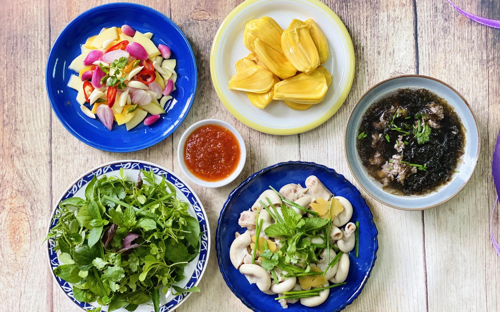 Mâm cơm cuối tuần mùa giãn cách chỉ 4 món nấu chỉ 30 phút nhưng đảm bảo ai ăn cũng thích!