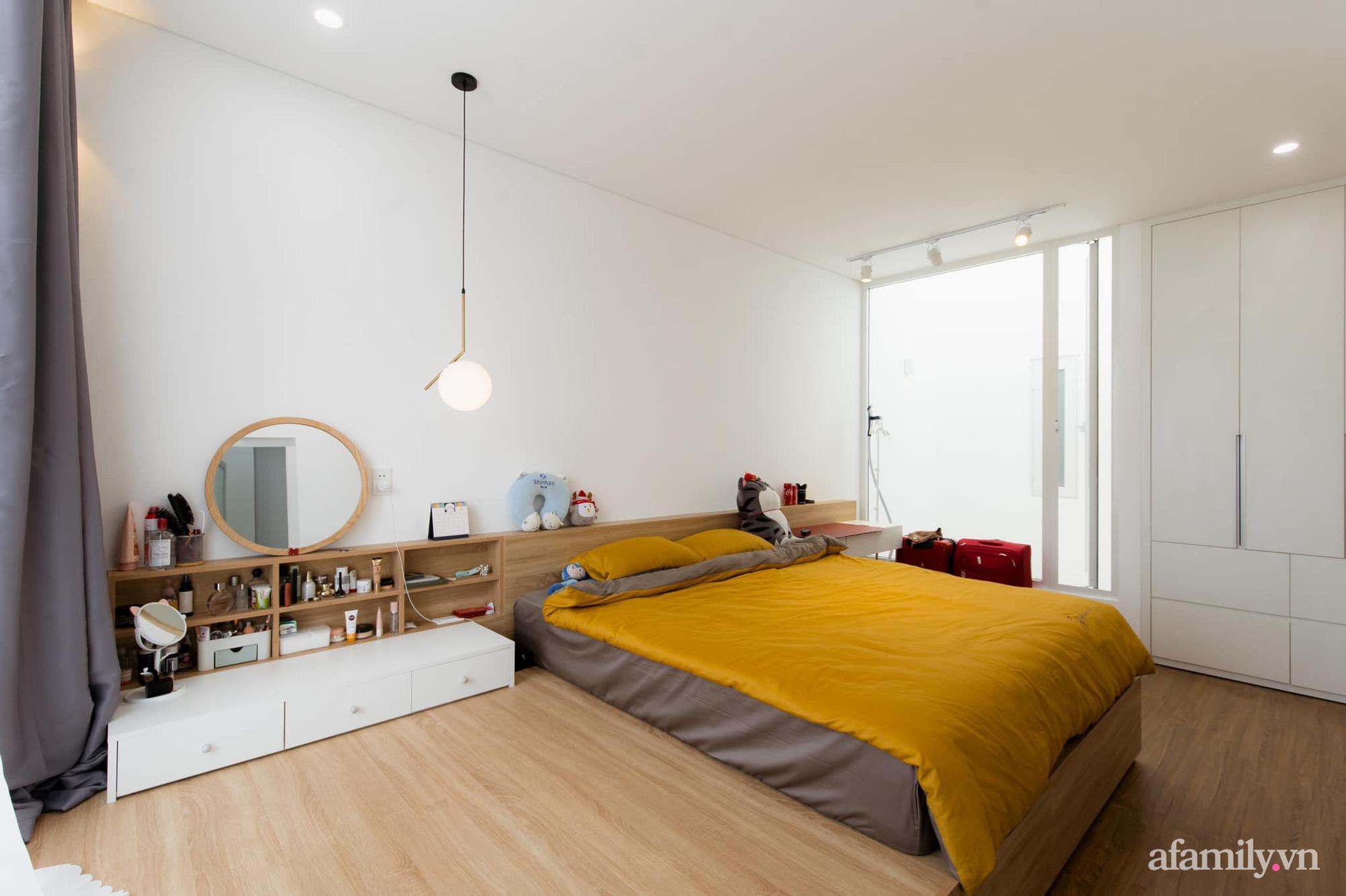Căn nhà phố màu trắng gọn xinh ấm cúng của cặp vợ chồng trẻ Đà Nẵng có chi phí hoàn thiện 1,4 tỷ đồng - Ảnh 18.