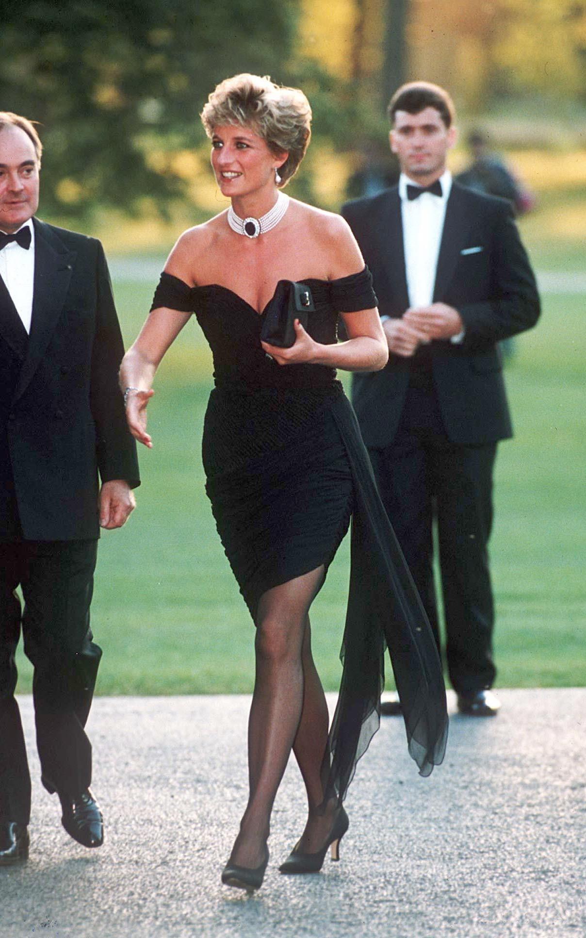 Ít ai biết, công nương Diana từng có nhiều bộ váy sexy ra phết nhưng cháy nhất phải là loạt bikini cơ! - Ảnh 4.
