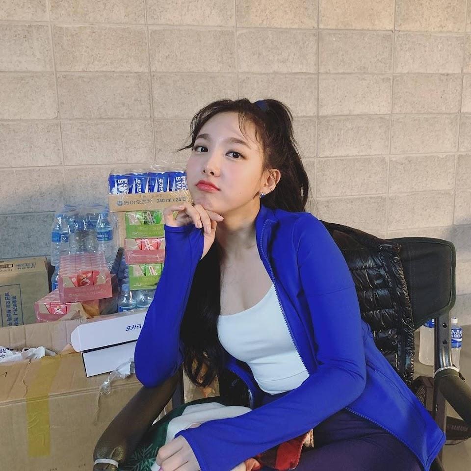 """Nayeon sexy hóa ra sở hữu body """"sexy ngùn ngụt"""", lên đồ lấp ló tí teo cũng đủ khiến netizen choáng váng - Ảnh 3."""