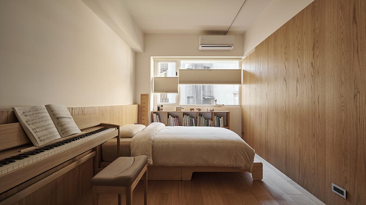 Căn hộ màu gỗ siêu ấm áp với cách phân chia không gian thông mình dành cho vợ chồng trẻ có 3 con nhỏ - Ảnh 13.