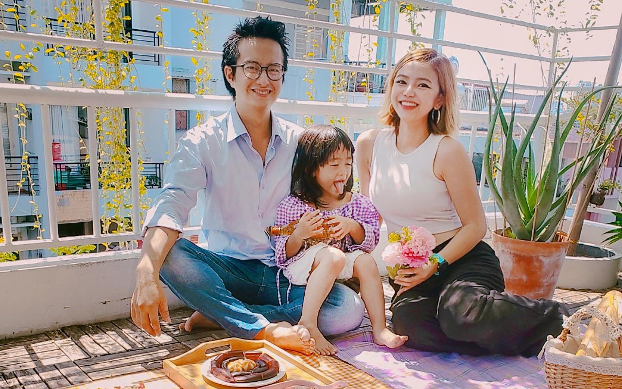 """Chi 600k là gia đình 3 người mê xê dịch ở Sài Gòn đã có chuyến """"du lịch"""" ngay tại nhà trong mùa dịch"""