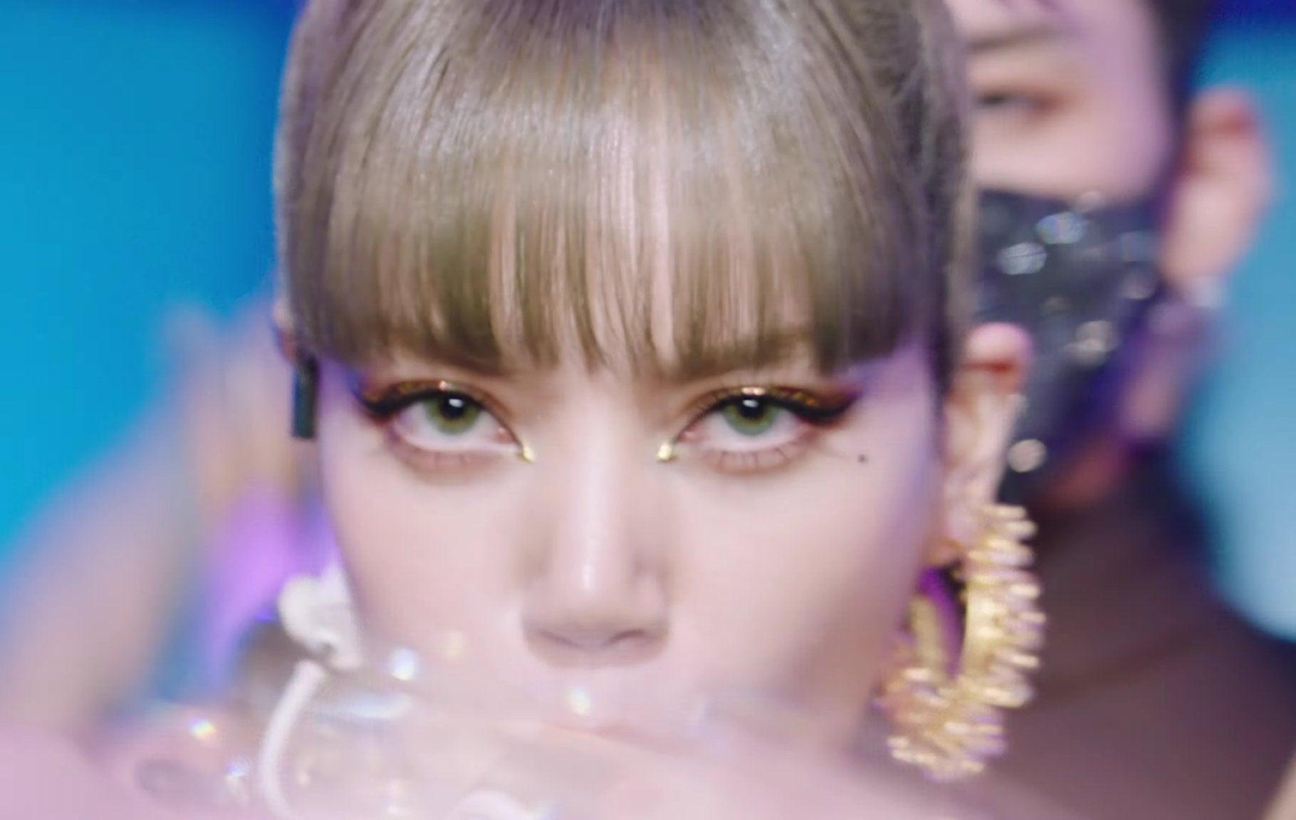 """Lisa dạo này hay lộ ảnh """"kém xinh"""", do makeup sơ sẩy khiến visual tuột điểm hay có ẩn ý gì chăng? - Ảnh 7."""